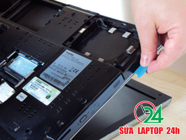 cach-ve-sinh-laptop-hp-vaio-acer-dell-dung-cach-02