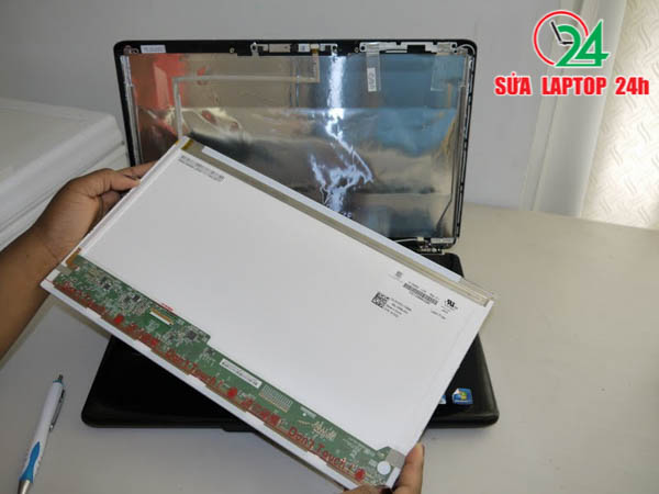 dan-man-hinh-laptop-tham-my-lay-lien-tai-tphcm-03
