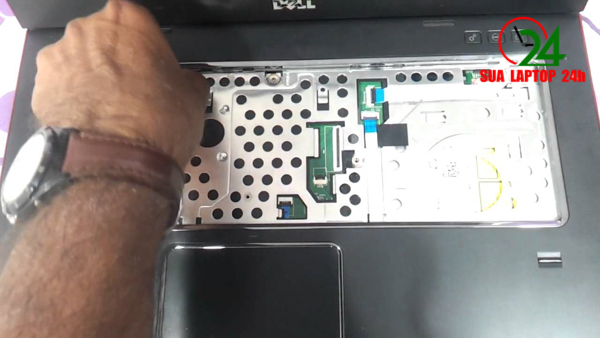 thay-man-hinh-laptop-dell-vostro-3560-gia-re-tai-hcm-04.jpg